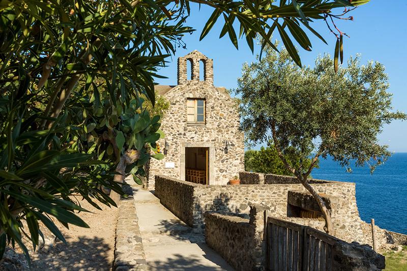 Castello Aragonese Ischia Piccola La chiesa della Madonna della libera CASTELLI ITALIANI DA FILM