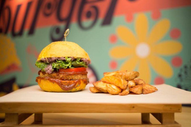 Flower Burger Spicy Cecio e1518457573219 NOVITà CULINARIE IN ZONA TORTONA