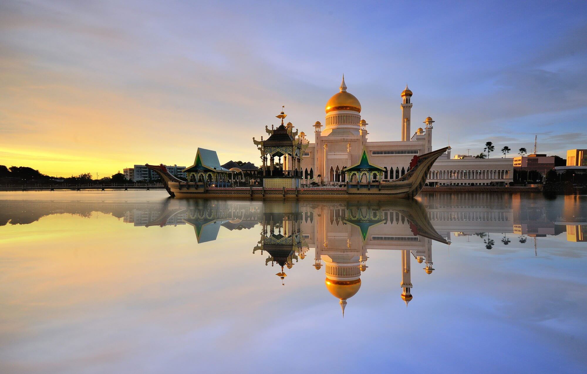 Brunei Sultan Omar Ali Saifudding Mosque 104384940 L e1535544662426 Architettura, lusso e sangue blu