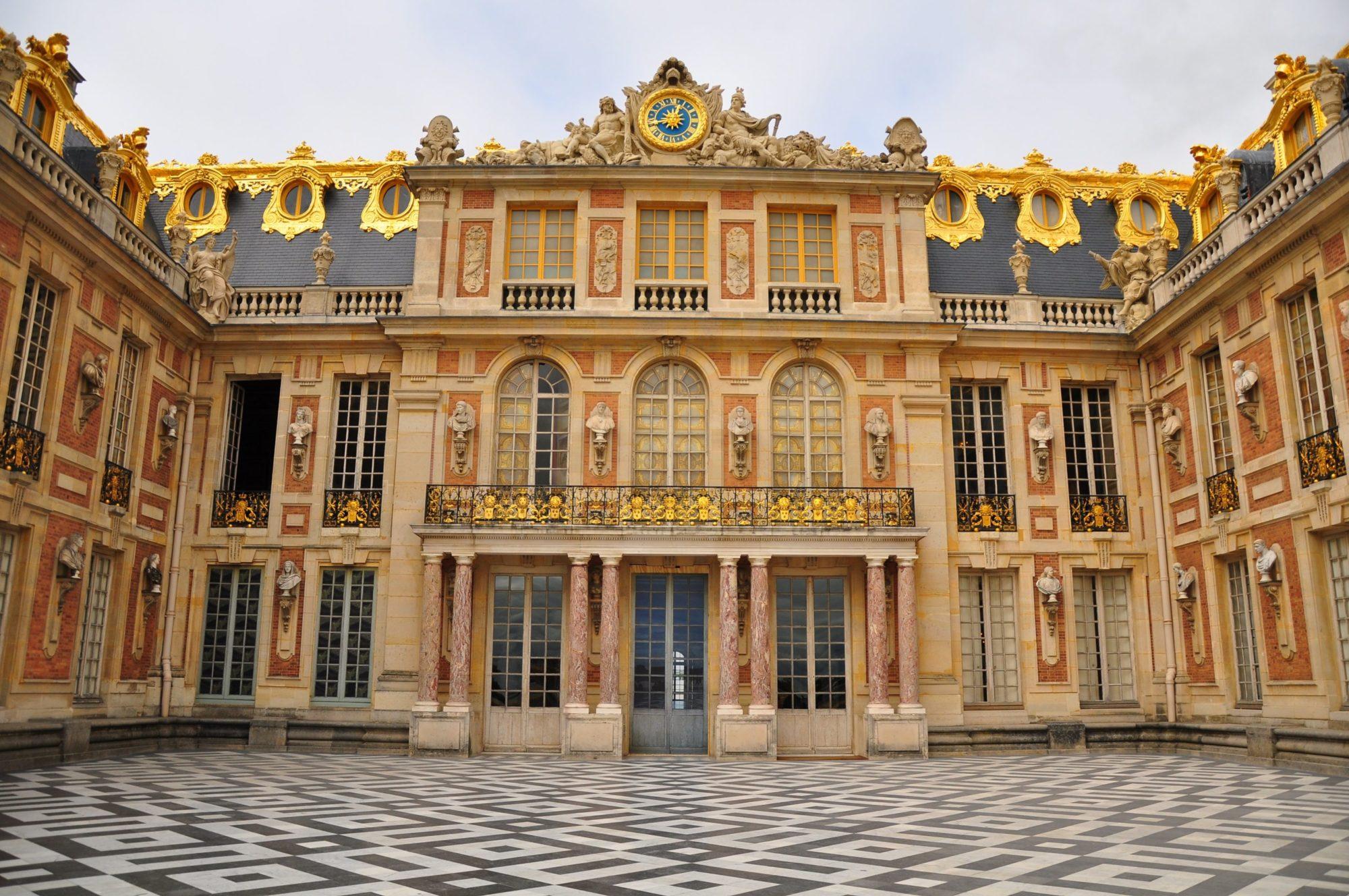 chateau de versailles e1535544357682 Architettura, lusso e sangue blu