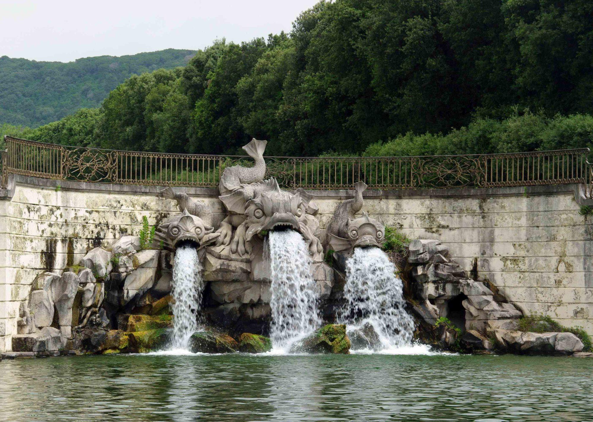 imgp7985 reggia di caserta la fontana dei tre delfini e1535545517959 Architettura, lusso e sangue blu