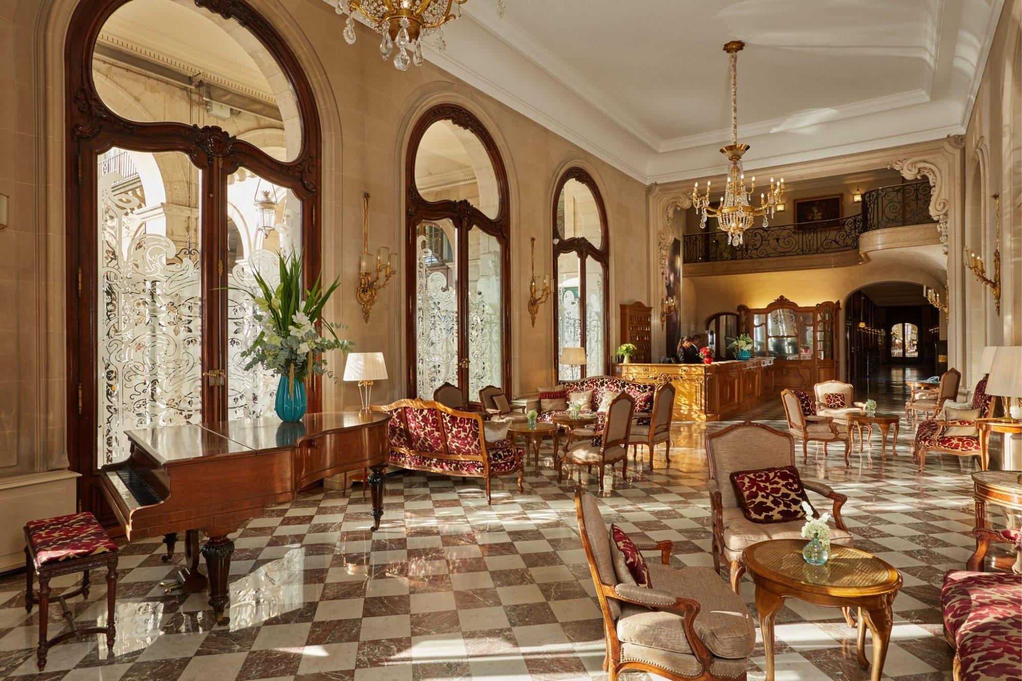 Hotel Regina Louvre Paris e1536162107241 HOTEL DA FILM