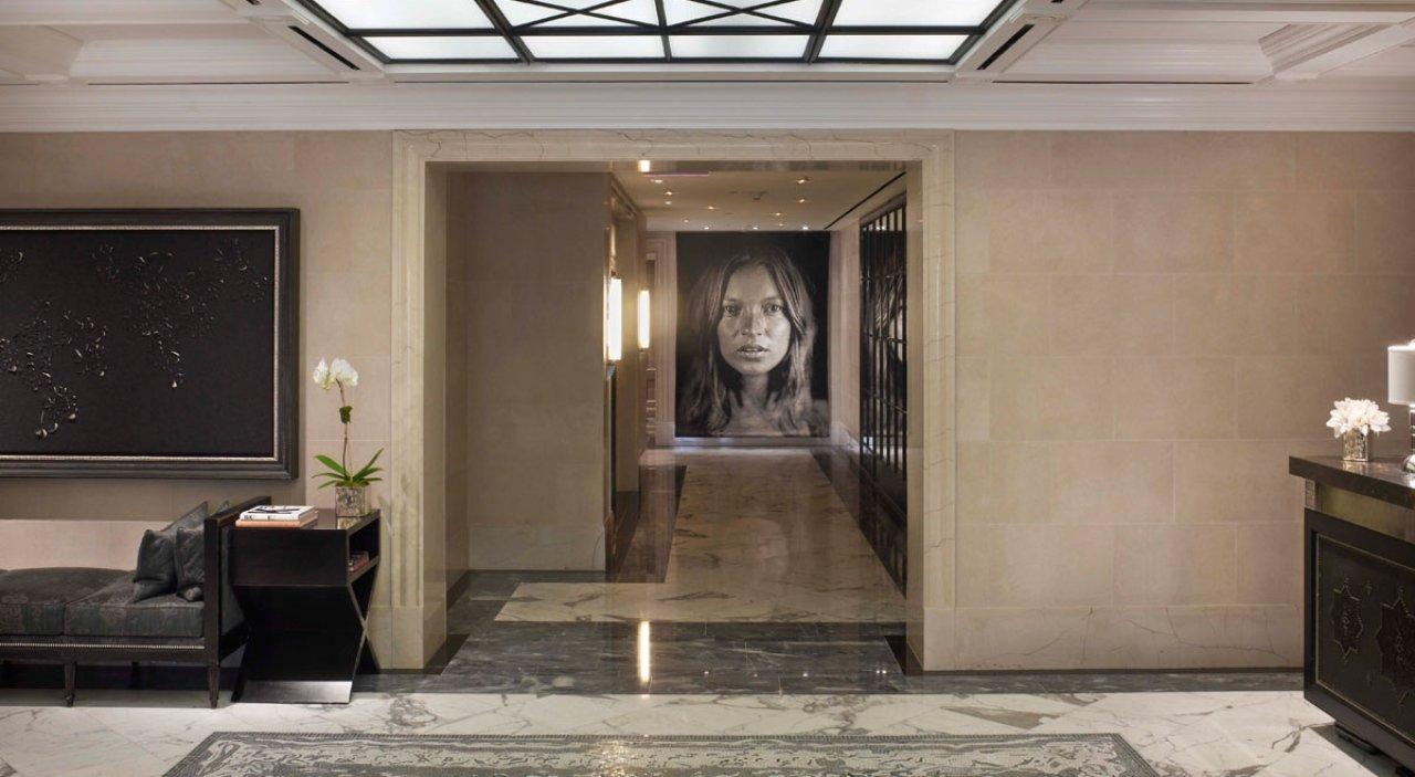 the surrey hotel lobby ART HOTEL NEL MONDO