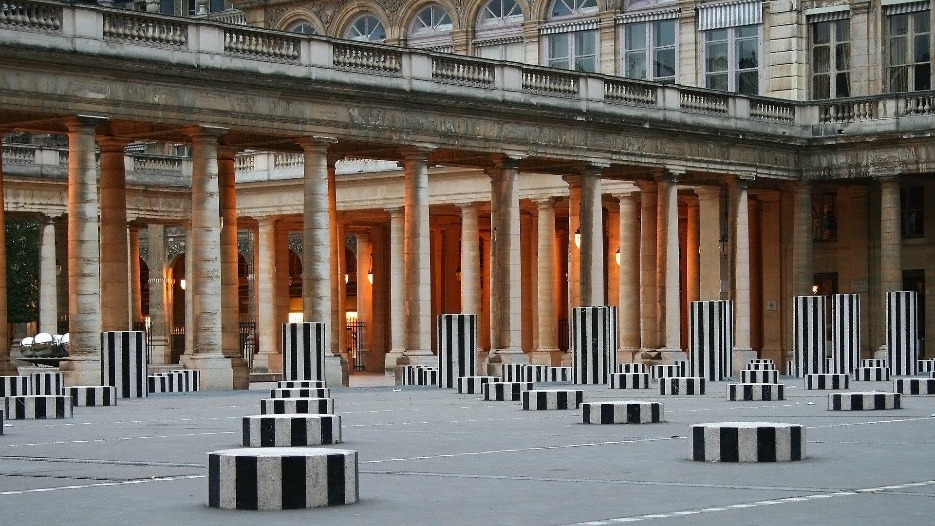 palais royal et colonnes de buren PARIGI AL COPERTO