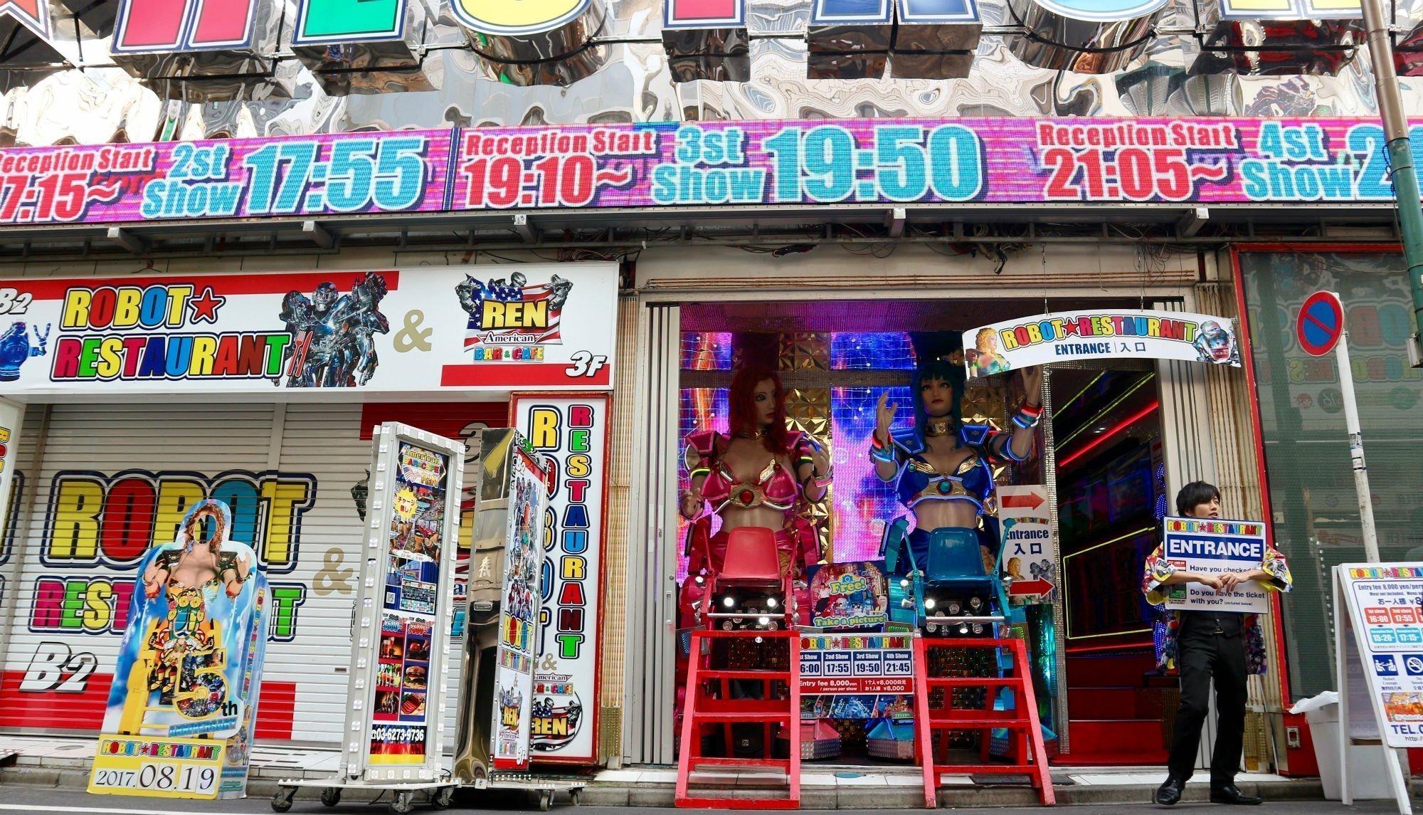 robot restaurant VIAGGIO A TOKYO