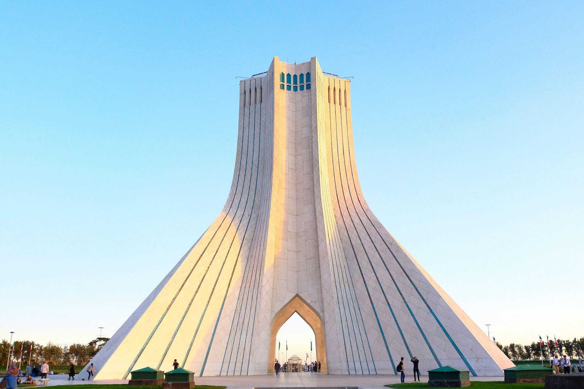 Teheran Azadi Tower 2 compressor 3 giorni a Teheran