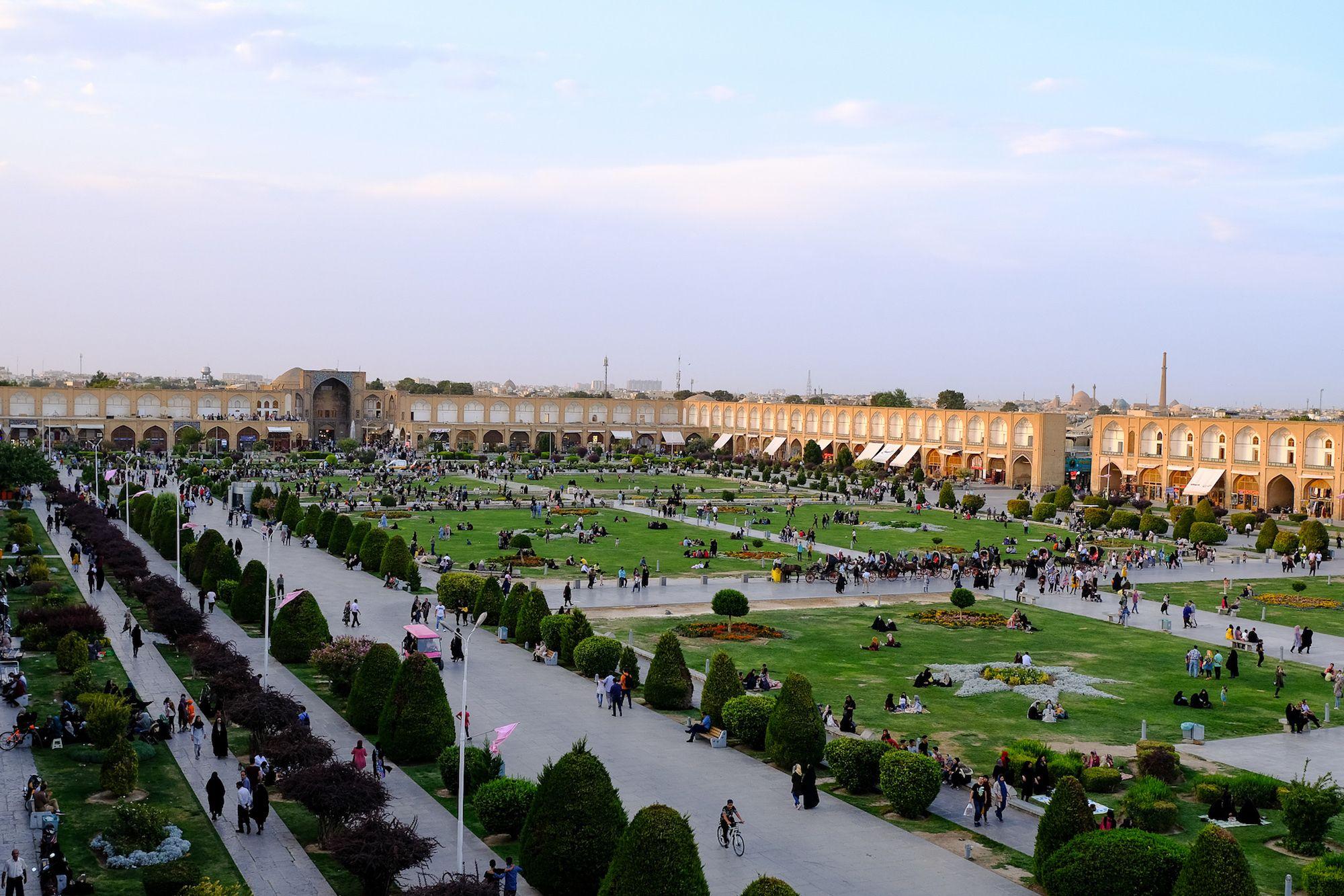 Isfahan Piazza Naqsh e Jahan 3 compressor IRAN ON THE ROAD