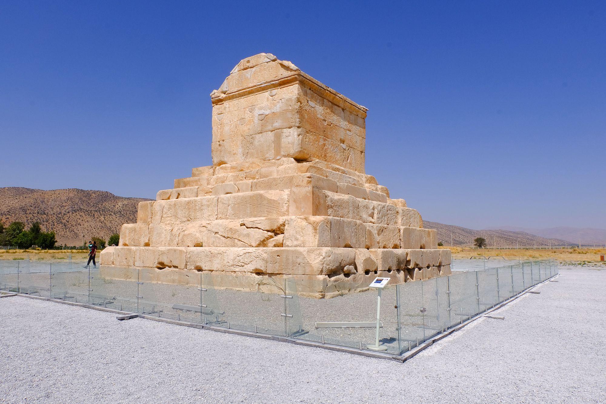 Pasargade Tomba di Ciro compressor IRAN ON THE ROAD