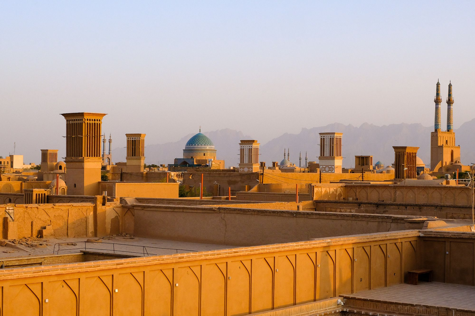 Yazd tramonto Art House compressor IRAN ON THE ROAD