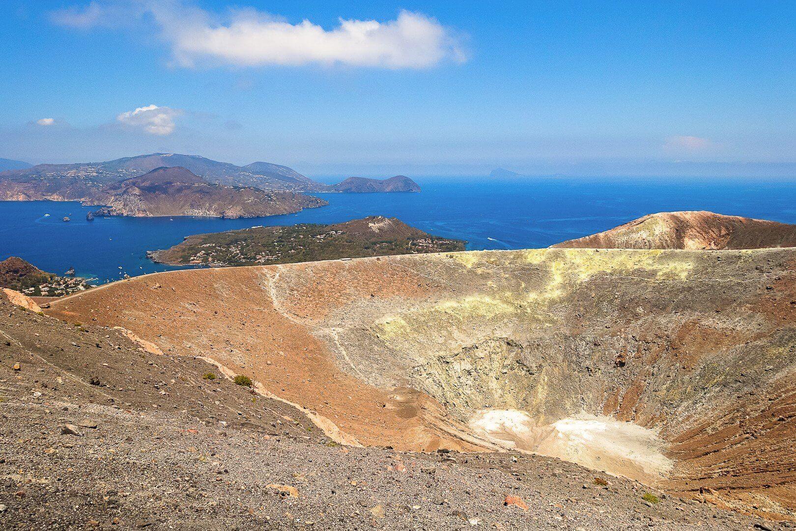 Nesos Vulcano cratere A PASSO LENTO PER LE EOLIE